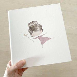 """Álbum 6""""x8"""" con páginas ARI de Alúa Cid"""
